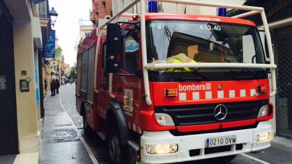 Els bombers apaguen el foc d'una xemeneia a Valldoreix