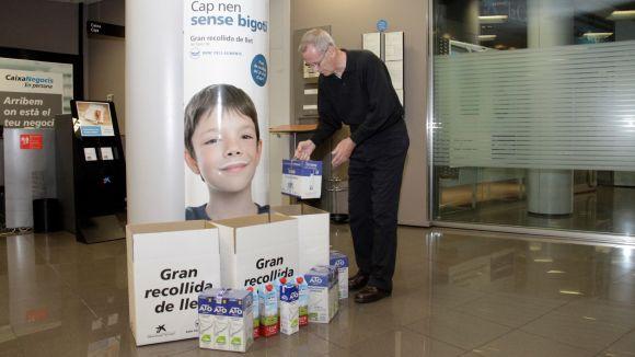 Not cies sant cugat recull litres de llet per a la for Oficines catalunya caixa