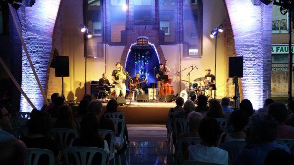 El ritme del Jazzenviu Sessions Quintet enlluerna el públic de la Plaça del Jazz