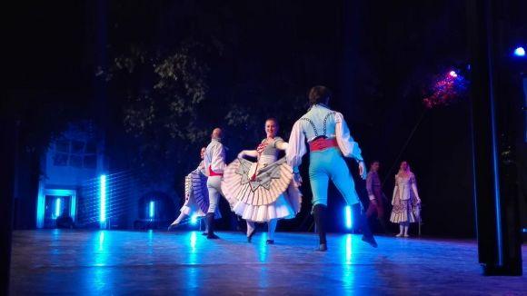 El Grup Mediterrània fa gala de repertori a la mostra de danses tradicionals a la plaça de l'Om