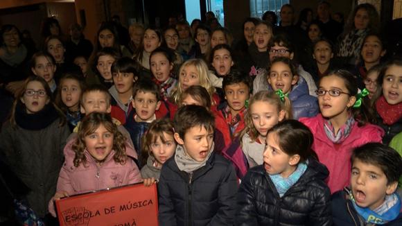 Els cors infantils i juvenils recorren el centre de Sant Cugat per cantar nadales